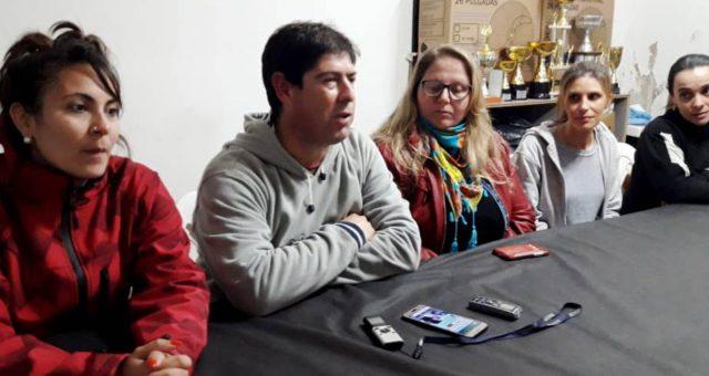 Prof Cesar Salas junto al grupo de entrenadoras y Jorgelina Torres