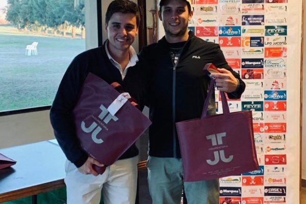 Renso Vazquez y Maxi Pugnale recibiendo sus respectivos premios