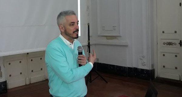 Ricardo Iacub durante su disertacion en 9 de Julio