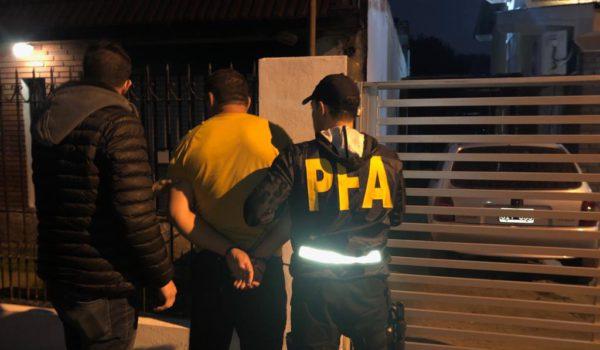 Uno de los detenidos por PFA