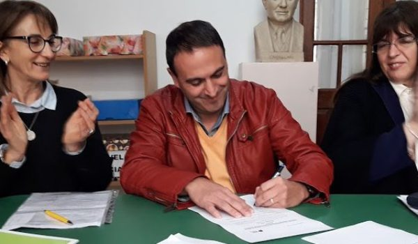 Leonardo Zabala tomando el cargo de Inspector de Educacion Privada