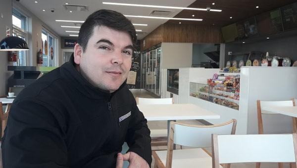 Lucas Landaburu responsable del YPF Full de Mitre y Agustin Alvarez