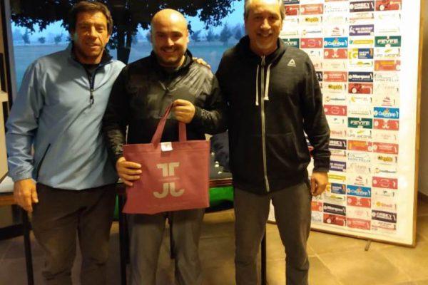 Mauro Canoves recibiendo su premio