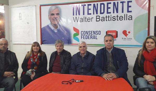 Moscato, Corro, Britos, Battistella, Rodriguez, Pico candidata a intendente por Bragado