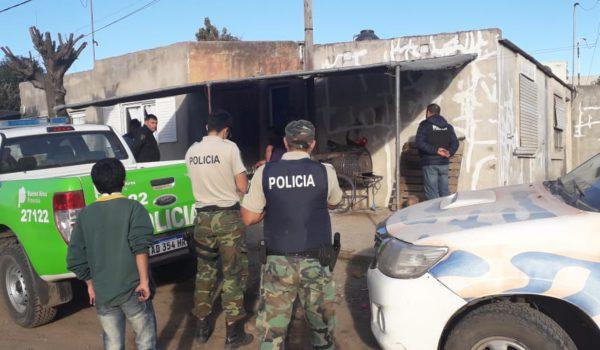 Policia de Carlos Casares procediendo al allanamiento