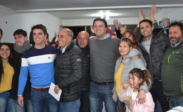 Barroso junto a integrantes de la lista y partidarios tras conocerse el resultado final de la eleccion local