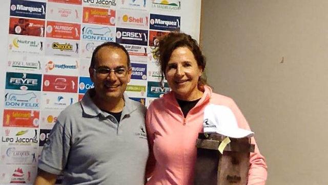 Claudia Torrelles recibiendo su premio
