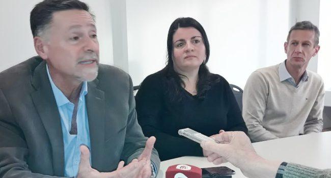 Dr Ricardo Lopez Santi junto a Lucia Pirota y Hector Benitez
