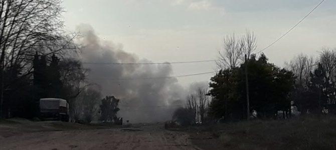 El humo en el basural, imagen tomada desde Av Compaire y Av Peron en la mañana del sabado