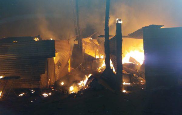 El voraz incendio consumio por completo a la vivienda