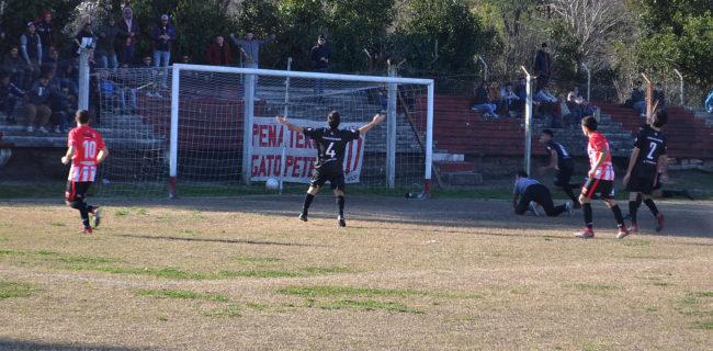 Godoy na puede hacer, gol de Macagnani, tapado y 2 a 1 para Atletico 9 de Julio