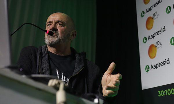 Juan Elizalde durante su disertacion en Aapresid