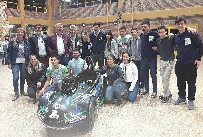 El equipo oficial #ECars de la Escuela Tecina 2 partió esta madrugada a San Luis