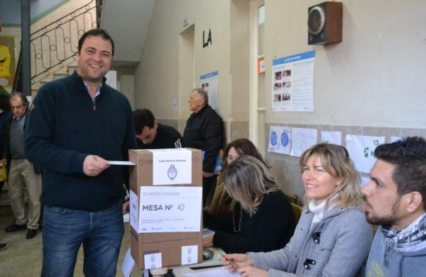 Mariano Barroso fue el primero en emitir su voto