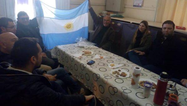 Mate de por medio Barroso dialogo con vecinos de Naon