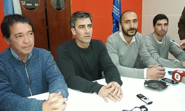 Mauro Esteban secundado por Juan Pablo Parise, Guillermo Rodriguez y Jose Maria Giuliodoro en conferencia de prensa