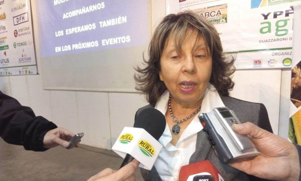Stella Carballo en dialogo con medio de prensa en 9 de Julio – Foto Cacha De Sogos