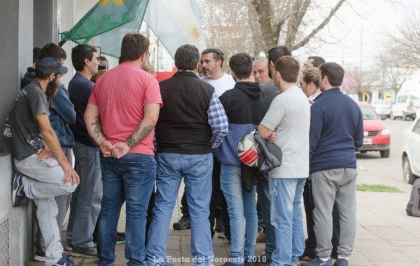Trabajadores de San Cor en las puertas del Ministerio de Trabajo en Lincoln