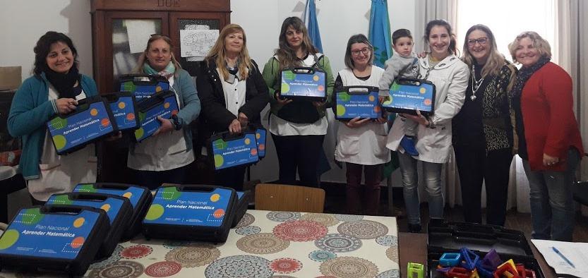Dieciocho escuelas de Nivel Primario recibieron sus kit de Matematica
