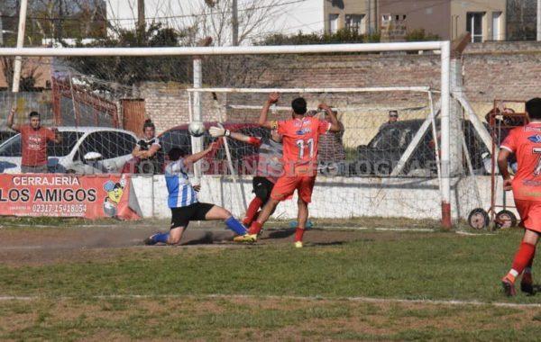 Gol de Agustin Alvarez, el primero del partido
