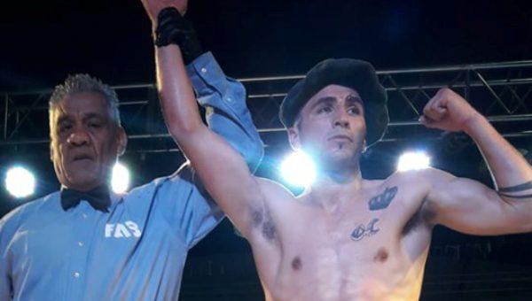 Kevin Zarate se consagro ganador de su primera pelea como profesional