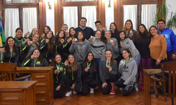 Deportistas que lograron medallas junto al Intendente Barroso