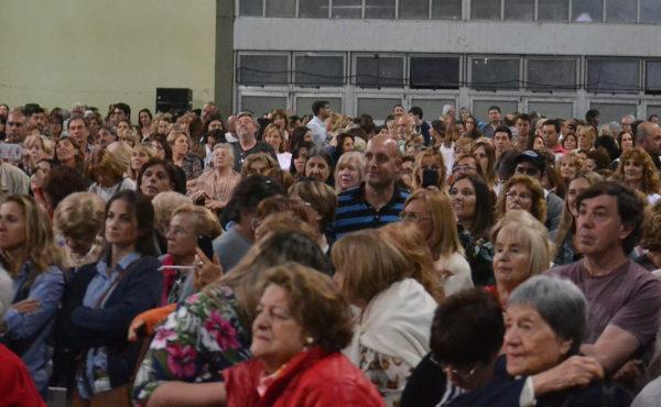 El publico estuvo atento a los conceptos de Manes