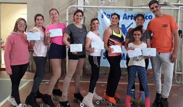 Grupo de patinadoras mayores en San Martin