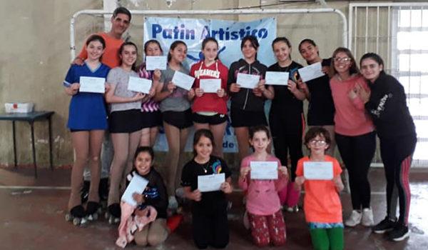 Grupo de patinadoras menores en San Martin