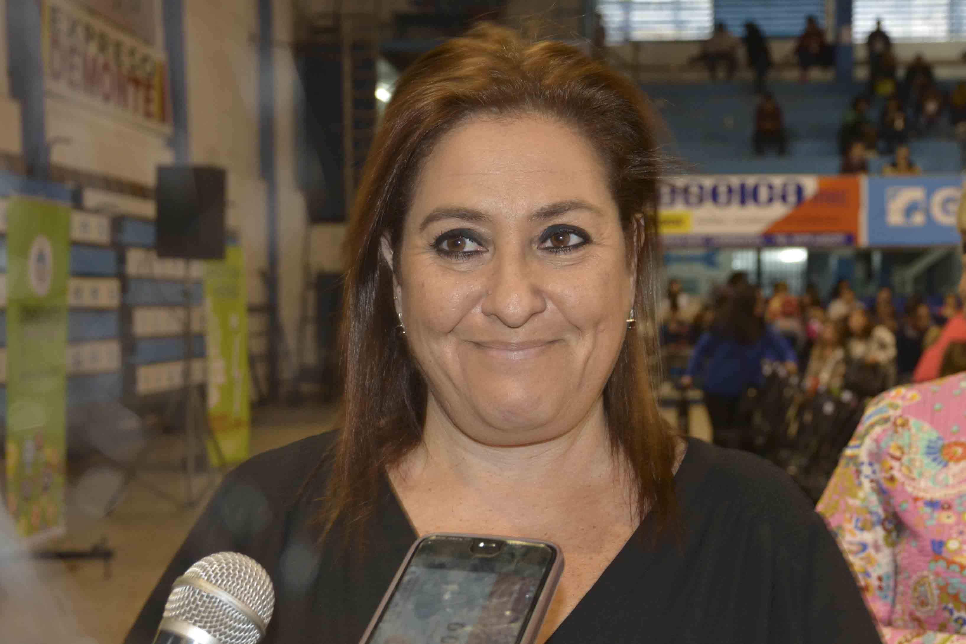 Sabado 19 en la ENS: La escritora Laura Lewin disertara en 9 de Julio
