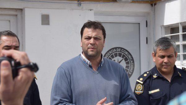 Mariano Barroso en la mañana de ayer junto a jefes de policia en la inauguración