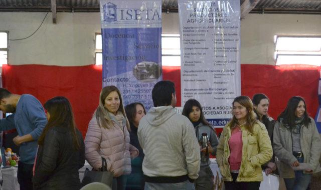Stand de ISETA donde se difundieron carreras de la institucion de calle Irigoyen