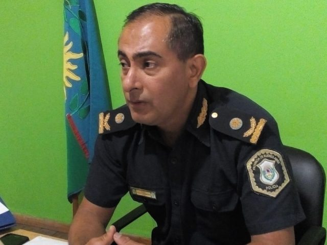 Policía detuvo a una persona con drogas y dolares falso