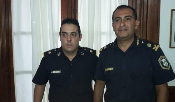Comisario Insp Gustavo Quemehuencho y Sub Comisario Bruno Sbrissa tras asumir en su nueva función