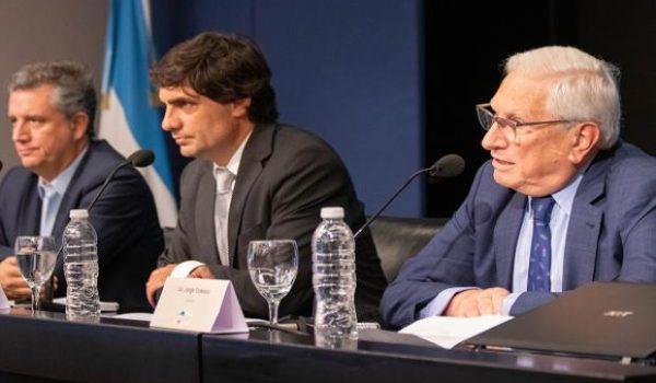 Jose Todesca junto a los ministro Lacunza y Etchevehere en la presentacion de los resultados
