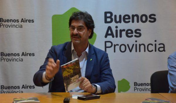 Ministro Leonardo Sarquis, presento un libro sobre la gestion de los ultimos cuatro años en la agro industria bonaerense