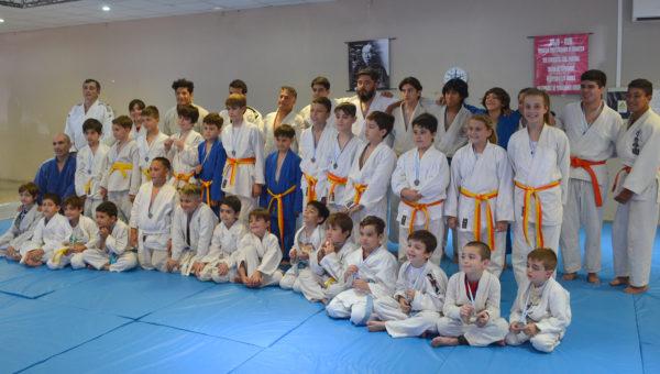 Alumnos de la Escuela de Judo en Club SanMartin