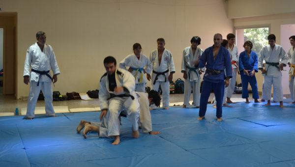 Practica de judocas adultos en San Martin