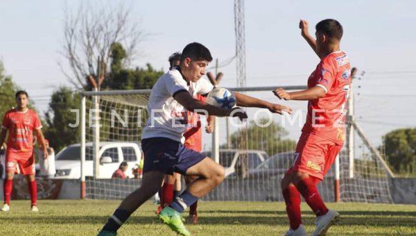 Vibrante partido jugaron el CAN y Agustin Alvarez – fono Jenifer Gomez