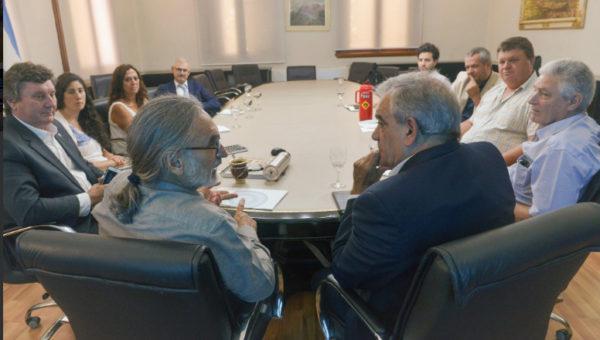 El ministro Basterra junto a autoridades de Coninagro