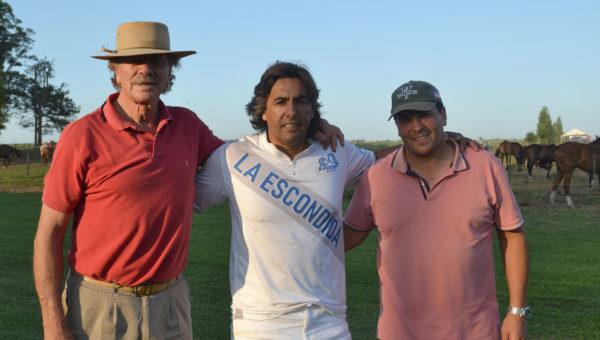 Tapia junto a Dante Spinacci y Pablo Garcia, este ultimo organizador del Torneo de Polo en El Bagual