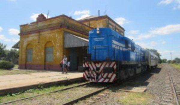 Arribo de la formación ferroviaria a 9 de Julio – foto Diario El 9 de Julio