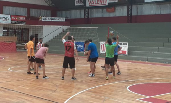 Entrenamiento del Voley Masculino en Atletico 9 de Julio