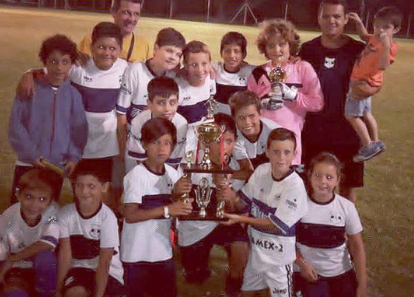 Equipo de Libertad categoria 2010, campeon en Vamos a la Cancha Grande