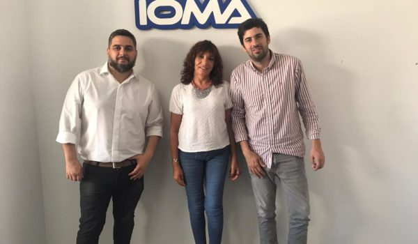 Grizutti junto a autoridades de IOMA en La Plata