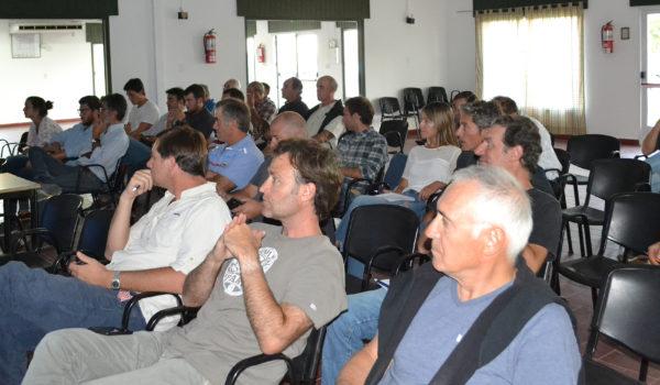 Productores y tecnicos que asistieron a la charla en Casares