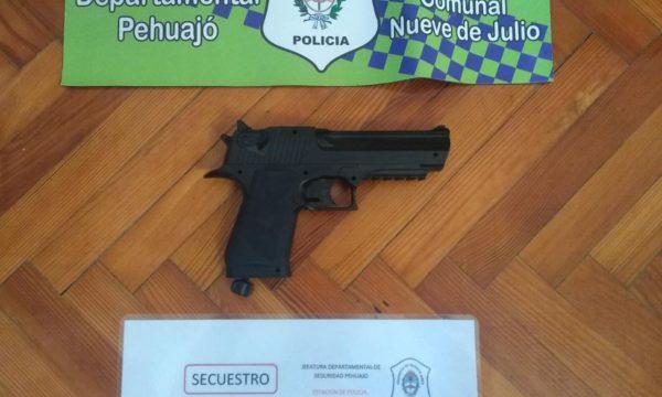 replica de arma secuestrada por policia