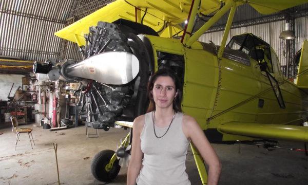 Maria Poratti, es nuevejuliense y la primer aero aplicador del pais