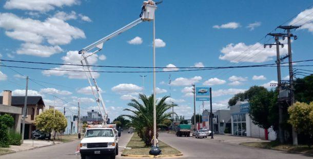 Colocación de luminarias leds en Agustin Alvarez