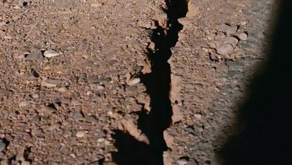 La tierra se abre tras el sismo
